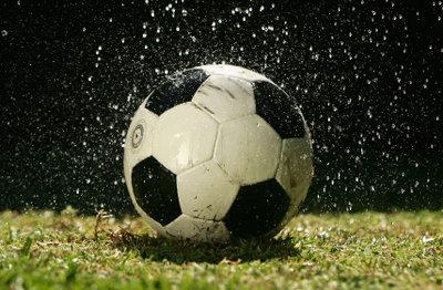 fussball-im-regen